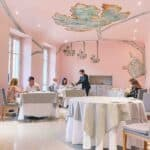 Piazza Duomo Dining Room Alba in bright pink with grey figures